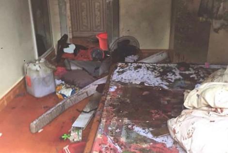 Con trai 2 tuổi quấy khóc, chồng tức giận lấy xăng đốt 2 mẹ con bỏng nặng