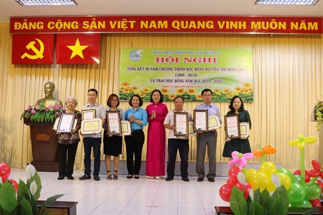 Hoc bong Nguyen Thi Minh Khai: 30 nam nang buoc chan em den truong