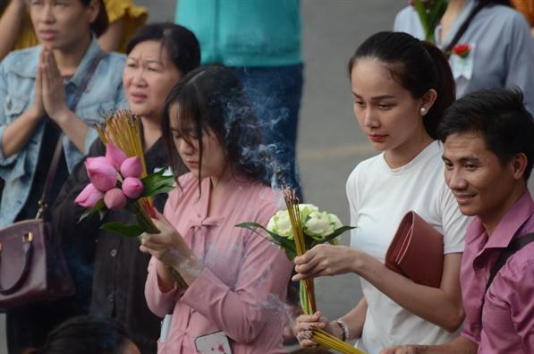 Chum anh: Cac chua Sai Gon dong nghet nguoi di le Vu Lan