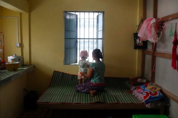Nhieu nan nhan cau cuu, Myanmar dau tranh chong bao luc gia dinh