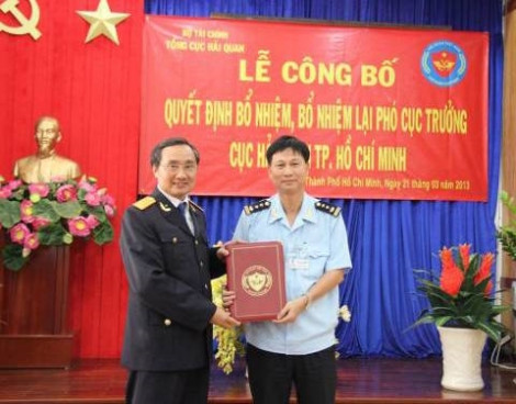 Phó cục trưởng Hải quan TP.HCM bị kỷ luật vì sử dụng bằng không hợp pháp