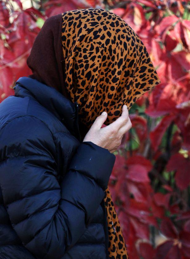 Cô gái bị cưỡng hiếp bởi chính phiến quân IS ngay trong bệnh viện vẫn chưa thể quên đi nỗi tủi nhục, ngày đêm cô vẫn sống trong ám ảnh, dày vò.
