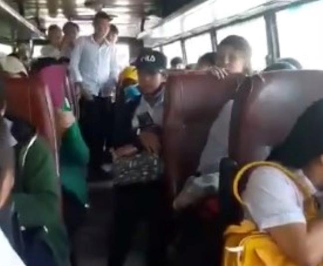 Xu phat tai xe xe khach khong co bang lai thuong xuyen dua don hoc sinh
