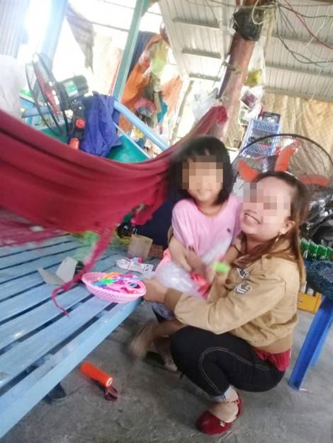 Sau bảy năm hôn nhân, chồng theo người khác, hai con nhỏ bị mẹ chồng bắt hết