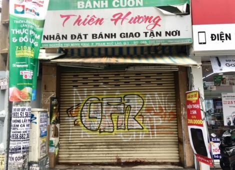Nhà bị tạt sơn bỏ hoang ngay khu buôn bán sầm uất nhất Sài Gòn