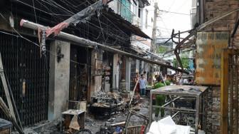 'Bà hỏa' thiêu rụi 6 ki-ốt giữa Sài Gòn, người dân trắng tay