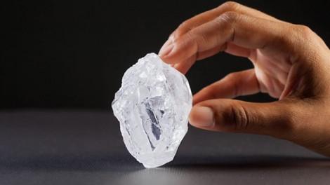 Chúng ta đang sống trên 1 triệu tỷ tấn… kim cương
