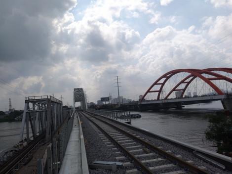 Cầu sắt Bình Lợi mới bắc qua sông Sài Gòn thông xe đầu tháng 9