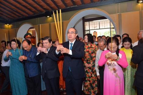 Đoàn đại biểu TP.HCM dâng hương tưởng niệm Chủ tịch Tôn Đức Thắng