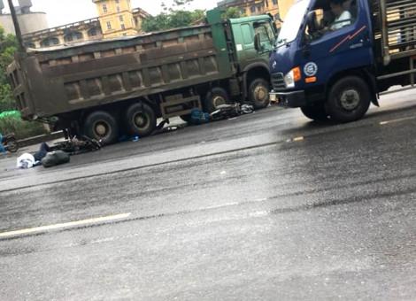 Bị xe tải cuốn vào gầm, nữ du khách nước ngoài tử vong