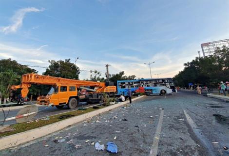 2 xe khách giường nằm tông nhau kinh hoàng, 1 người chết, 40 người bị thương