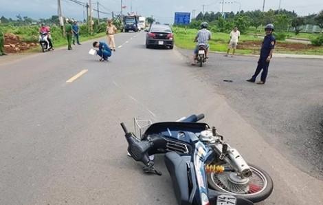 Ra hiệu dừng xe máy, thượng úy CSGT bị tông nứt xương chậu