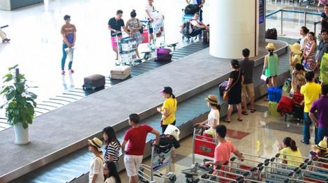 Mâu thuẫn trong lúc lấy hành lý tại Nội Bài, nữ hành khách Việt Nam và Hàn Quốc đánh nhau xước đầu