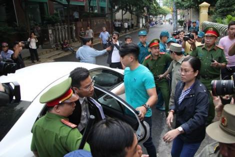 Đang xét xử lần 2 vụ án Nguyễn Hữu Linh dâm ô trẻ trong thang máy