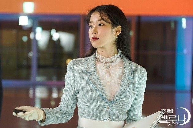 Phong cach thoi trang 'cuc pham' cua IU trong phim truyen hinh hay nhat Han Quoc hien nay