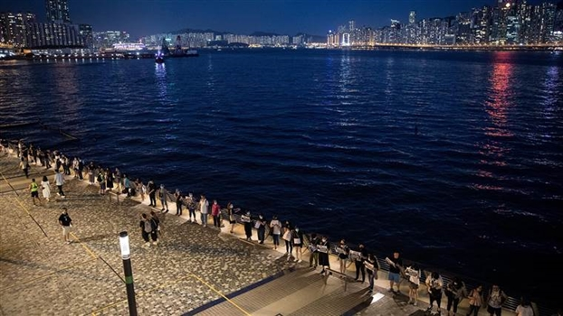 Nguoi bieu tinh Hong Kong noi vong tay lon dai 45km
