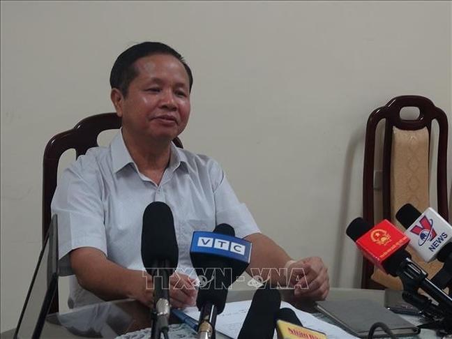 Dang bi xem xet ky luat, Giam doc So GD-DT Hoa Binh xin nghi phep chua benh