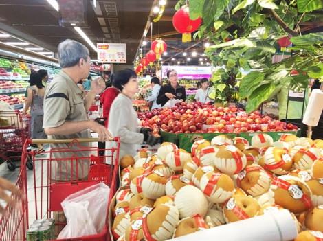 Điều gì khiến người Việt bỏ vài triệu đồng mua một trái xoài nhập?