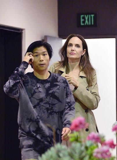 Angelina Jolie dua ca gia dinh di choi nhung vang Pax Thien