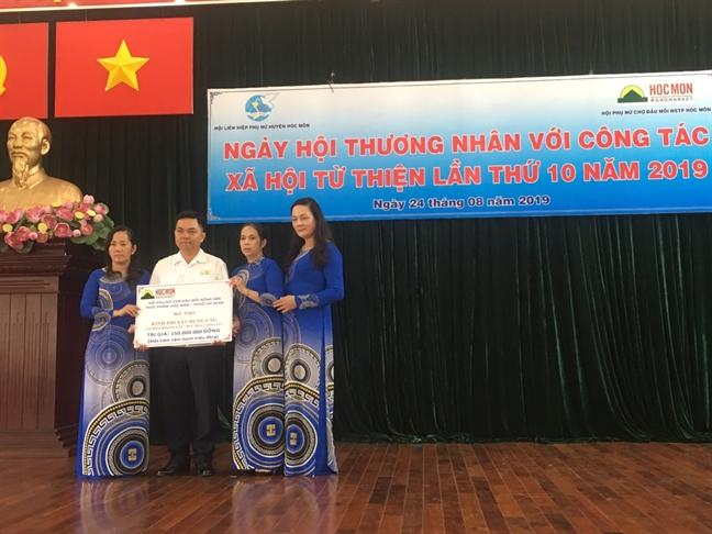 Thuong nhan Cho Dau moi Nong san thuc pham Hoc Mon gop tien lam nhieu viec tot