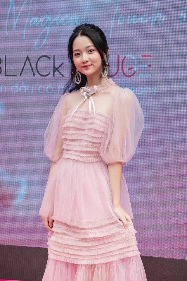 Lam Thanh My xinh dep, phong phao o tuoi 14