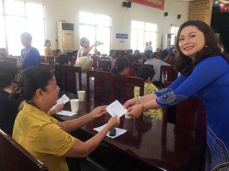 Thương nhân Chợ Đầu mối Nông sản thực phẩm Hóc Môn góp tiền làm nhiều việc tốt