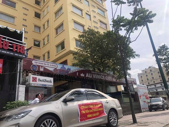 Khach hang keo den Cong ty Alibaba doi tien nhung chi ve tay trang