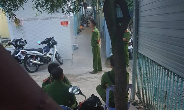2 cha con chet bat thuong trong phong tro o Sai Gon
