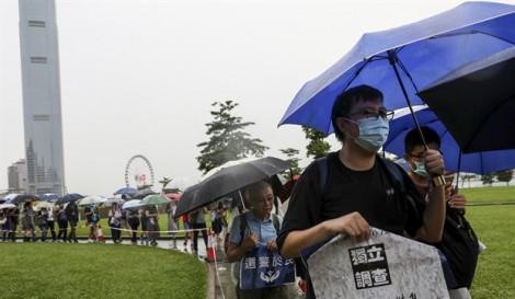Đụng độ người biểu tình, cảnh sát Hồng Kông phải bắn chỉ thiên và sử dụng pháo nước