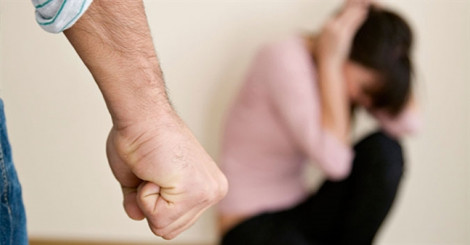 Liên tục bị đánh nhập viện, nhưng không dám ly hôn vì chồng dọa giết