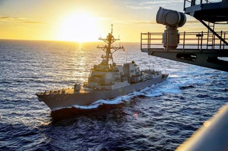 Tàu chiến Mỹ di chuyển gần đá Chữ Thập, Vành Khăn, khẳng định tự do hàng hải