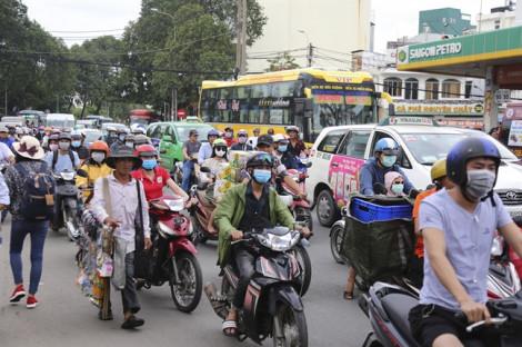 Hàng ngàn người về quê nghỉ lễ 2/9, bến xe đông nghịt người