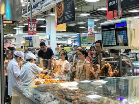 Ngày đầu nghỉ lễ 2/9, trung tâm thương mại đông nghẹt khách, siêu thị vắng hoe