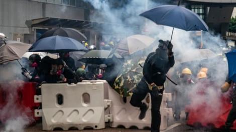 Sau ngày thứ Bảy căng thẳng, người biểu tình Hồng Kông chuẩn bị phong tỏa đường vào sân bay
