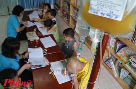 Những học sinh khai giảng trong… bệnh viện