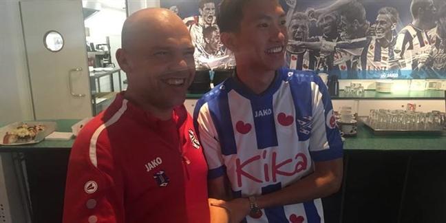Doan Van Hau day luong fan SC Heerenveen cua Ha Lan tang chong mat
