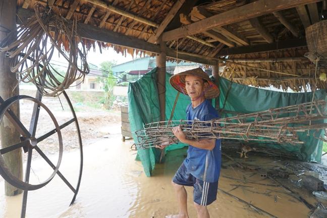 Nguoi dan Ha Tinh voi va so tan do dac tranh lu