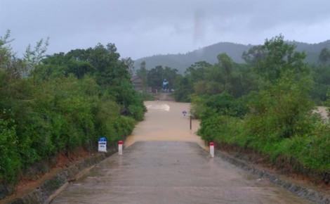 Mưa lớn, nước dâng nhanh tại Quảng Bình khiến 1 người mất tích