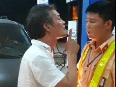 Tài xế xe biển xanh 'dỏm' tát CSGT bị xử phạt 2,5 triệu đồng