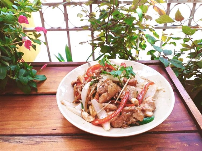 Khong can lan loi toi tan Lai Thieu, mon goi ga mang cut da co mat o Sai Gon roi!