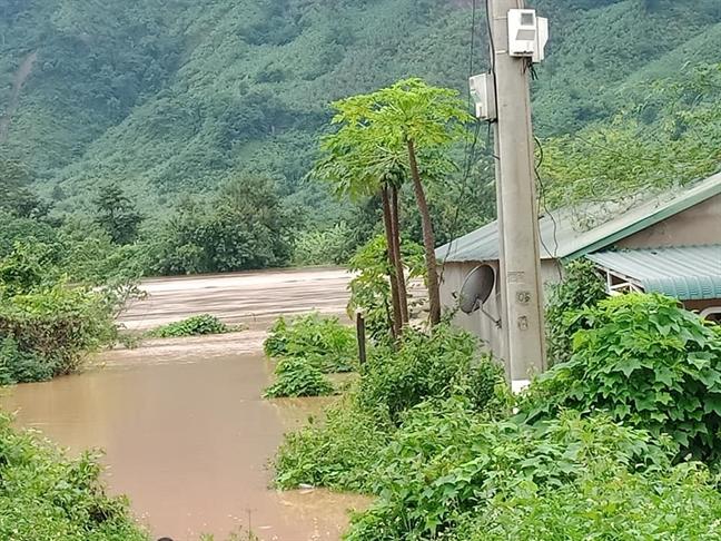 Quang Tri ta toi ngap lut, sat lo do ap thap nhiet doi