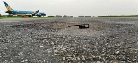 'Cởi trói' để đẩy nhanh sửa chữa đường băng Tân Sơn Nhất, Nội Bài