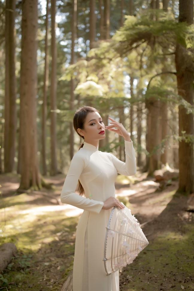 Chan khoe than, Phuong Trinh Jolie bong dung kin dao