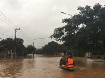 Nước sông Sê Pôn dâng cao, dân khẩn cấp di dời