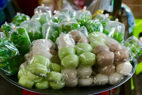 Đi chợ Châu Đốc, chớ quên bánh mì chả ngon rẻ thơm lừng