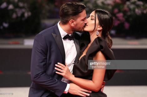 Những nụ hôn cháy bỏng trên thảm đỏ Liên hoan phim Venice 2019