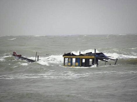 Cứu được 4  thuyền viên trong vụ chìm tàu tại Quảng Bình