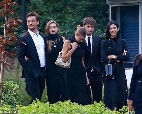 Chị em nhà siêu mẫu bị chỉ trích khi tươi cười trong đám tang của bà ngoại