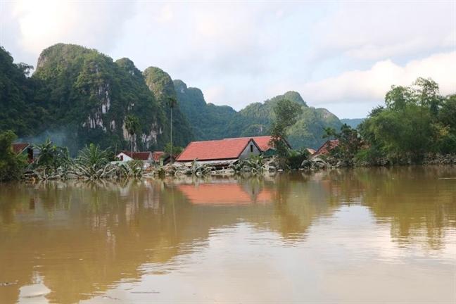 Nguoi dan Tan Hoa kiet suc vi bi ngam trong lu