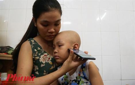 Cậu bé mắc ung thư háo hức đến trường bỗng bị mù lòa
